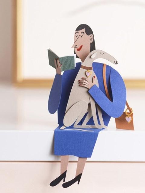 Забавная фигурка бумажной дамы с собачкой и книгой