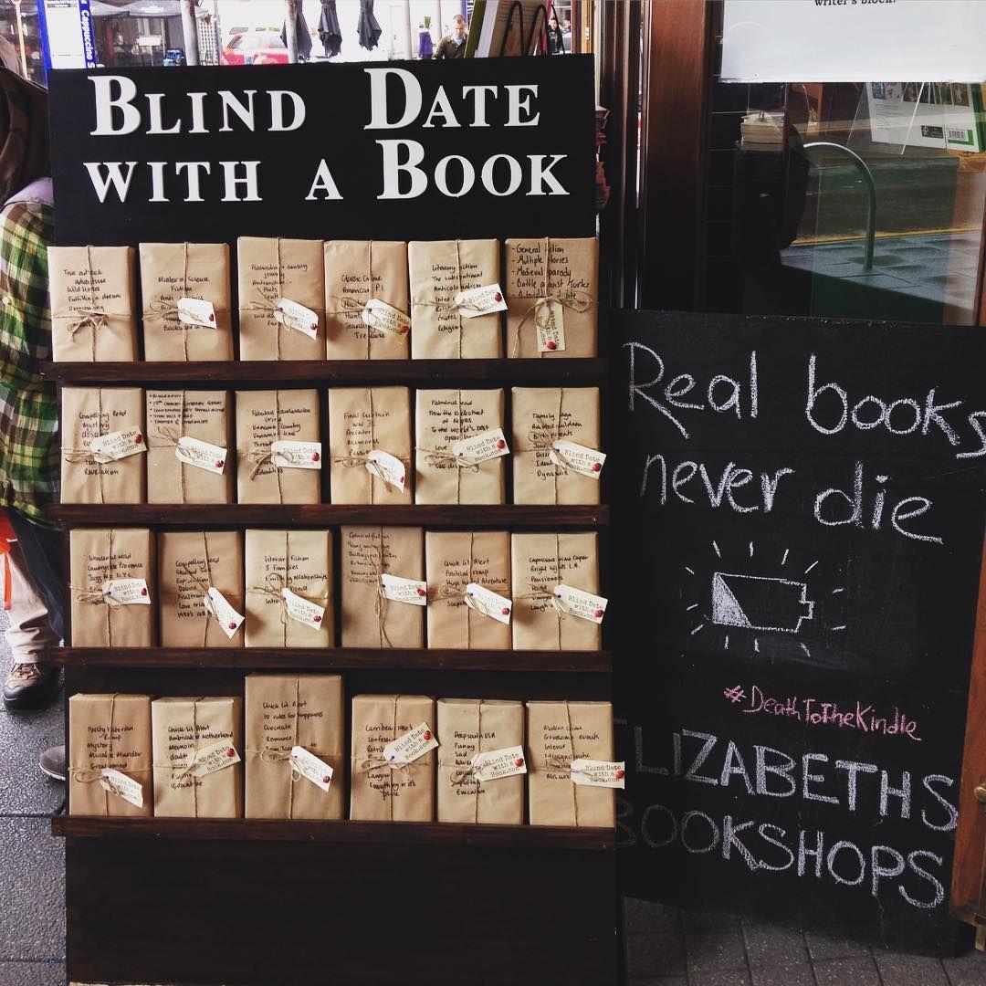 Стенд с книгами в обертке