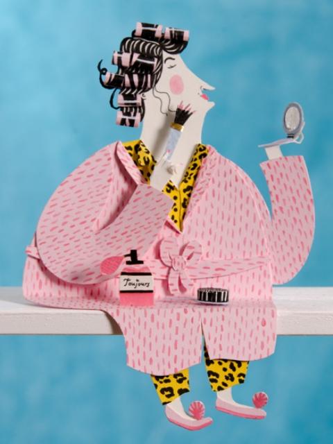 Забавная фигурка бумажной дамы в пижаме
