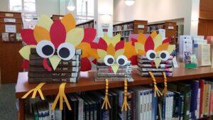 Подборки книг оформлены как фантазийные птицы