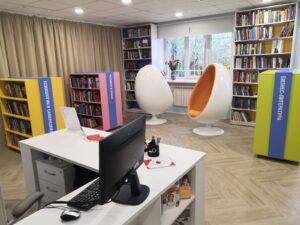 Интерьер обновленной библиотеки - крело-яйцо