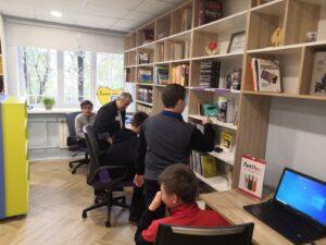 Читатели Петушинской модельной библшиотеки за новыми компьютерами